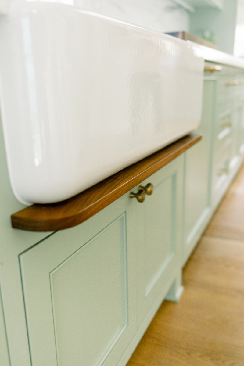 Apron Front Sink and Drip Ledge
