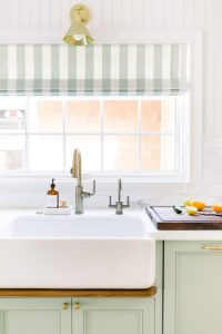 Kitchen Sink with Drip Ledge Cutting Board