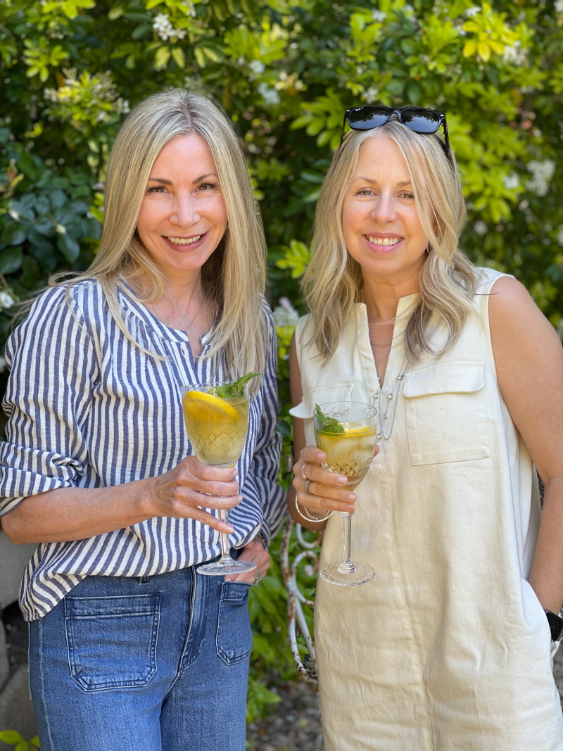 Two ladies in the garden with goblets of ice tea