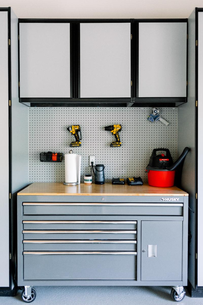 Garage tool chest on wheels